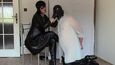 Leather Mistress, part one: Gloves slapping and HOM