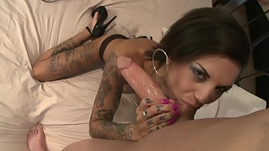 Tattooed model Bonnie Rotten enjoys huge dick deeply inside her asshole