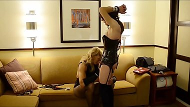 Tranny bound and fucked by tranny