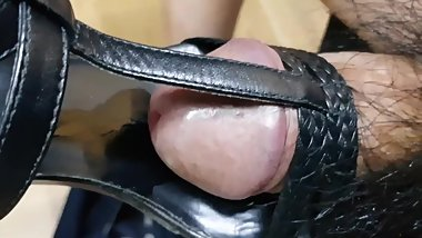 Cum in black sandal