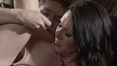 Rayveness - My Mom's Best Friend