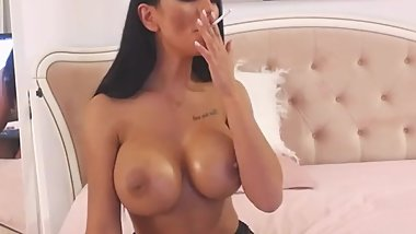 NicoeBellaa Topless Smoking in Freechat 30-10-2018