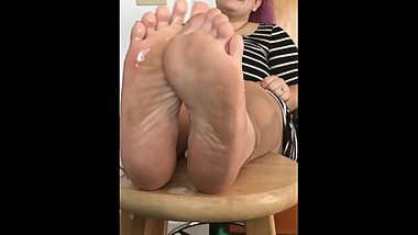 cum spray on ceci's dirty meaty soles