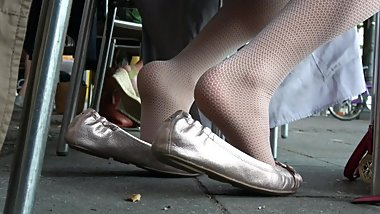 Buisness Girl's Fishnet-Hose And Silver Ballet Flats 2